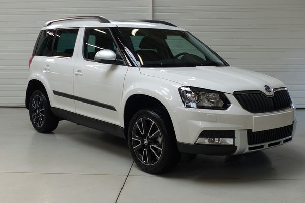 skoda yeti 4x4 de l 39 ann e 2014 le skoda yeti lu 4x4 de l ann e par 4x4 magazine actu auto. Black Bedroom Furniture Sets. Home Design Ideas