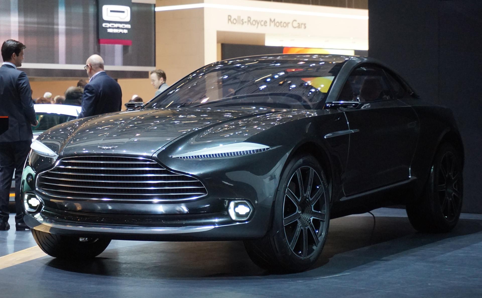 Aston-Martin-DBX-electrique