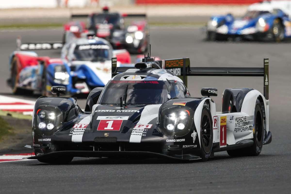 La-Porsche-de-tete-avant-accrochage-Hartley.jpg