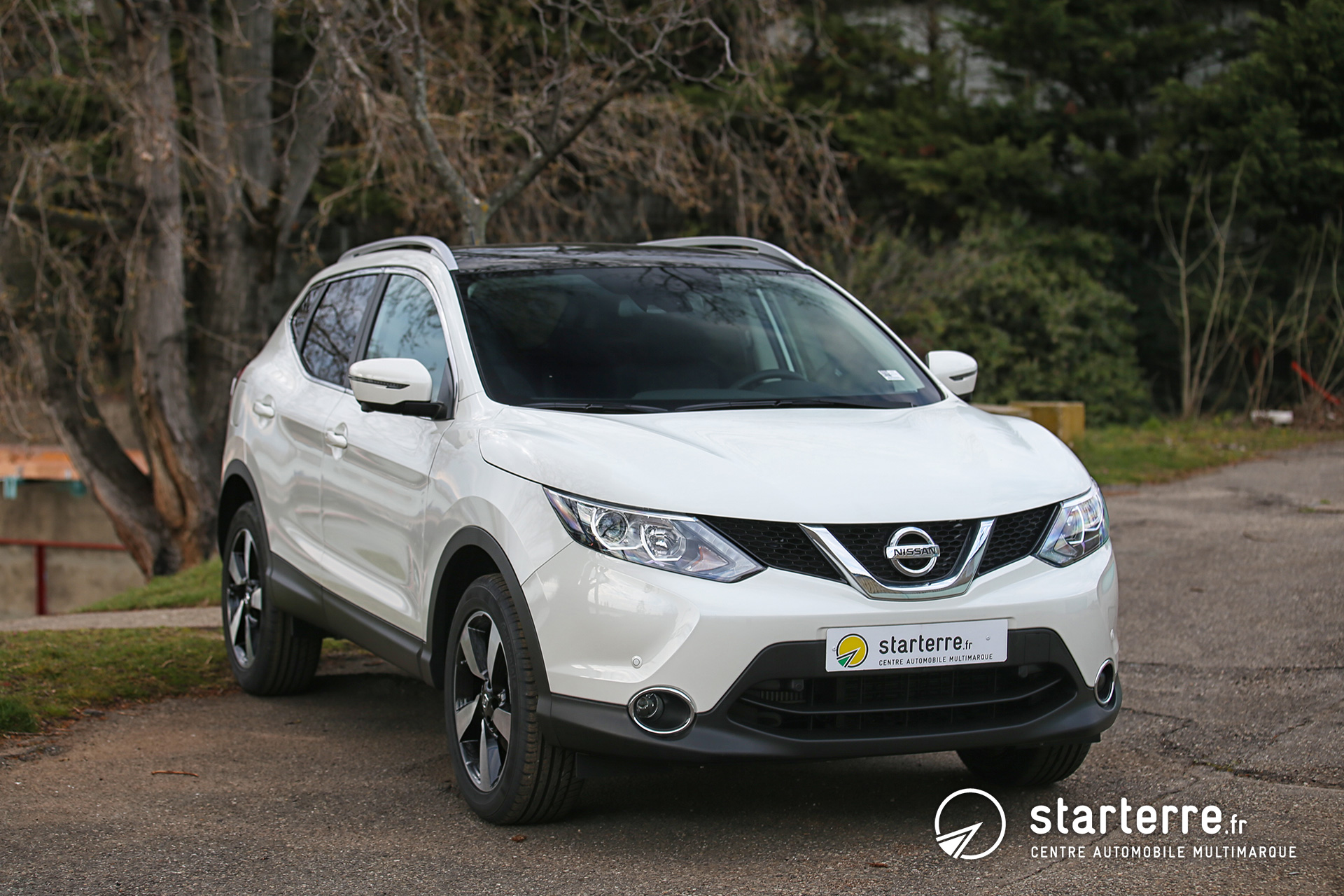 Nissan qashqai 1 6 dci 130 all mode 4x4 i connect edition for Qashqai 2016 interieur